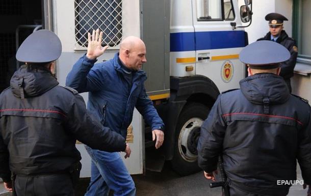 Білорусь депортує двох громадян України