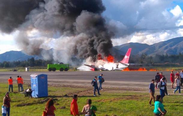 У Перу під час посадки загорівся літак