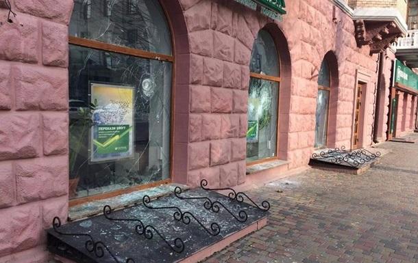 У Луцьку побили вікна двох банків