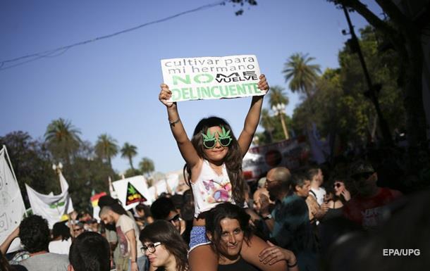 Парламент Аргентини легалізував марихуану