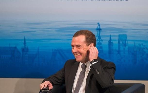 Медведев - министру: Будильник себе ставьте в разные места
