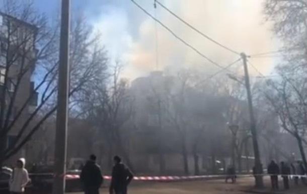 В Одесі горить будинок, евакуюють мешканців
