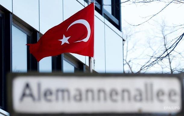 Сотни турецких дипломатов и военных просят убежища в Германии
