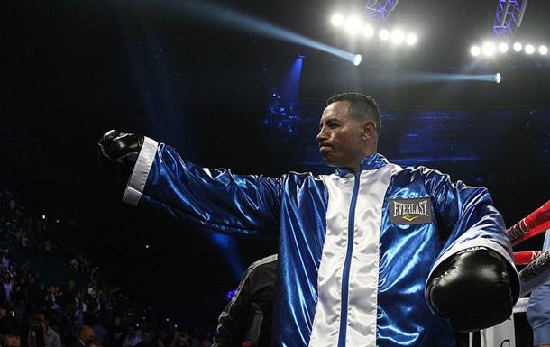 Екс-чемпіон світу успішно повернувся на ринг