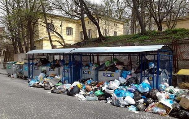 У Львові знову почало накопичуватися сміття