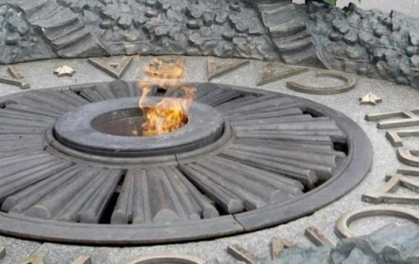 У Києві викрали бронзові деталі з Вічного вогню