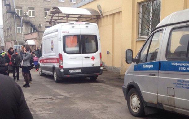 У Пітері евакуювали школу через невідомий газ, є постраждалі