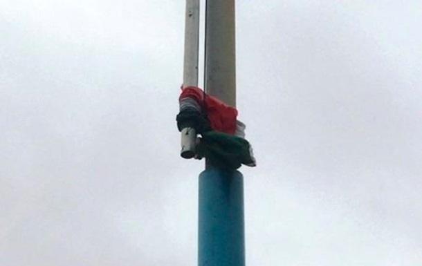 Прапор Угорщини на Закарпатті пошкодив вітер