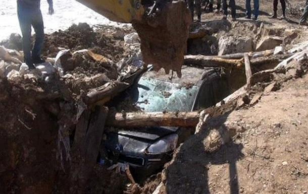 У Туреччині з-під землі викопали замінований автомобіль