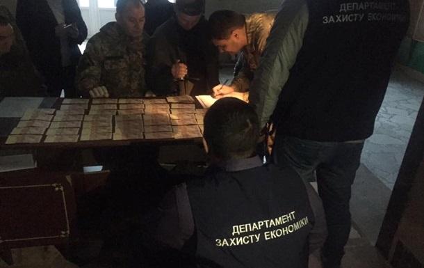 Экс-бойца батальона Донбасс задержали за попытку дать взятку