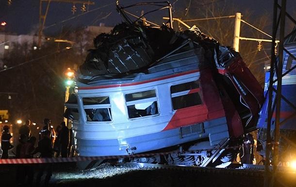 В Москве столкнулись электричка и поезд