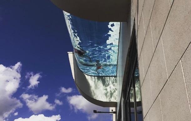 ЗМІ показали басейн на хмарочосі, що вселяє жах