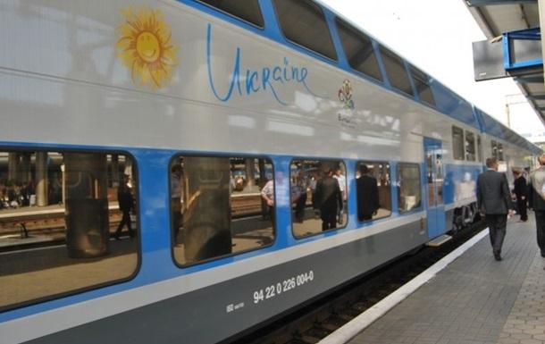 Укрзалізниця призначила ще чотири додаткових поїзди на Великдень