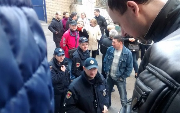 В Одесі побилися в черзі за закордонним паспортом