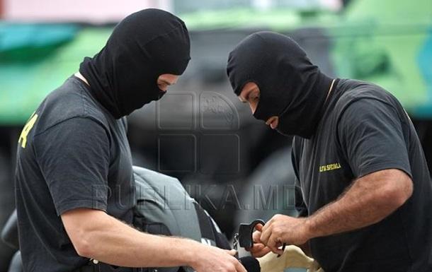 Обшуки в Молдові: затримано 12 осіб