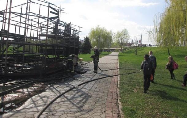 В Виннице на набережной Roshen сгорел аттракцион