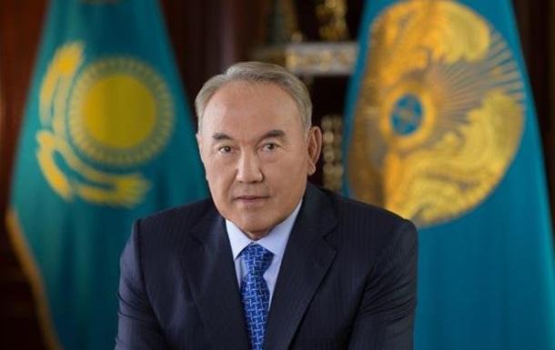 Назарбаєв доручив перекласти казахський алфавіт латиницею