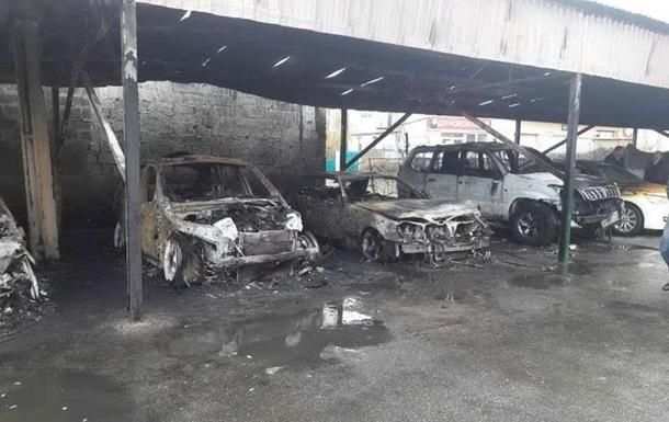 У Харкові на стоянці згоріли шість автомобілів