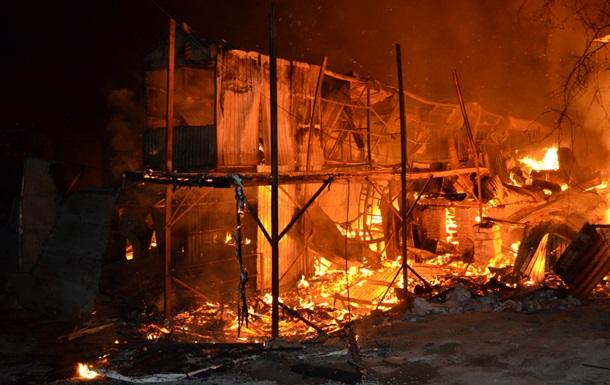 В Одесі горіли будинки на причалі