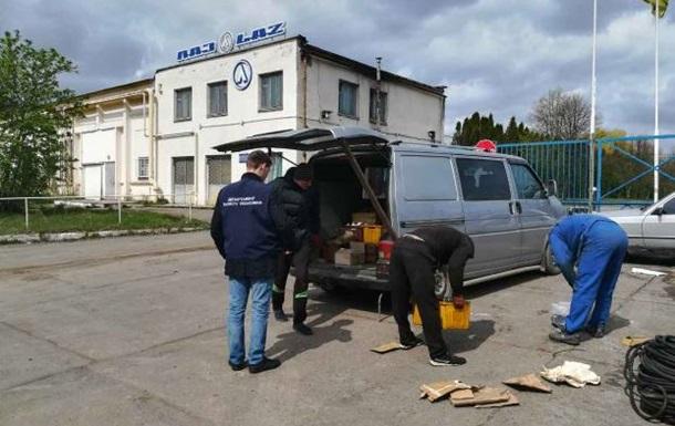 Затримано сім осіб, які винесли з ЛАЗ обладнання на мільйони