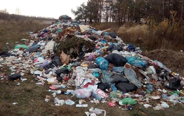 На Житомирщину незаконно привезли 70 тонн сміття зі Львова