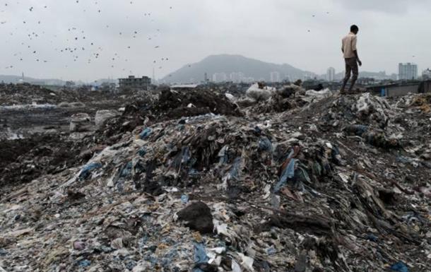 На Шри-Ланке гора мусора погребла лачуги