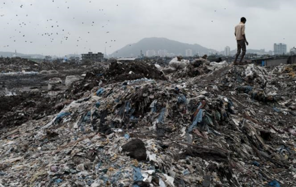 На Шрі-Ланці гора сміття поховала халупи