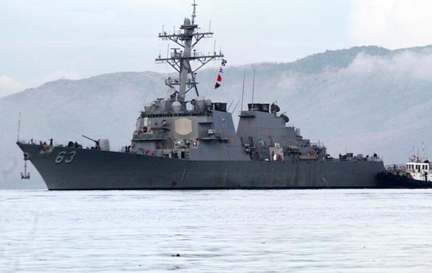 США відправили есмінець в Південно-Китайське море