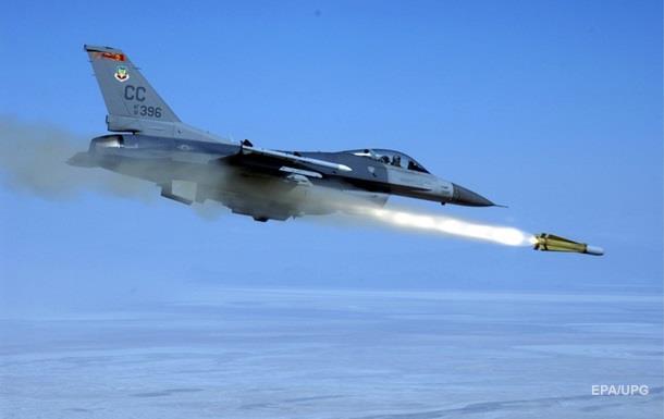 США вперше випробували ядерну бомбу без заряду за допомогою винищувача F-16