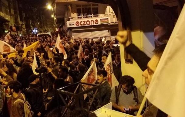 Референдум в Турции: жители Стамбула устроили акции протеста