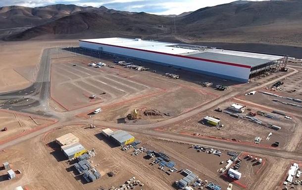 На заводі Tesla в США стався витік хімікатів