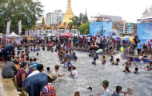 У М янмі під час фестивалю води загинули сотні людей