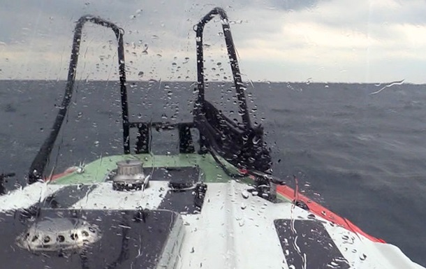 Відновлено пошуки затонулого біля Криму судна