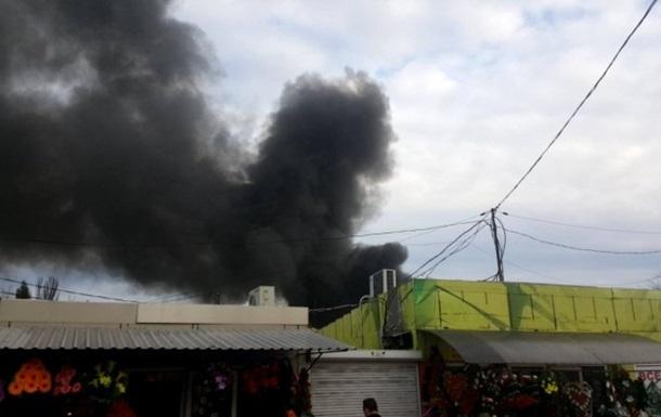 Пожежа на ринку в Одесі: постраждали двоє людей