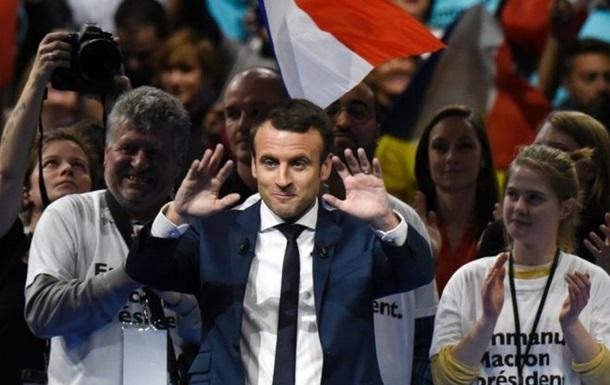 На виборах у Франції лідирує Макрон - екзит-пол