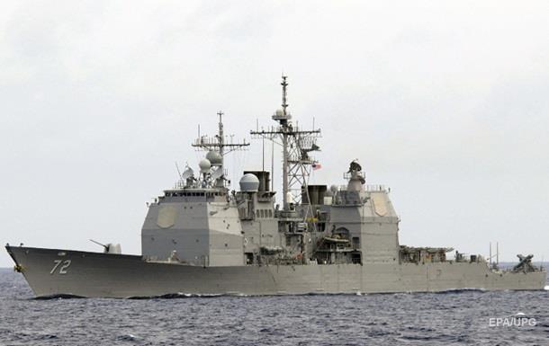 Иранский корабль заставил эсминец США изменить курс