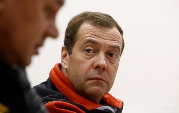 Майже половина росіян підтримала відставку Медведєва