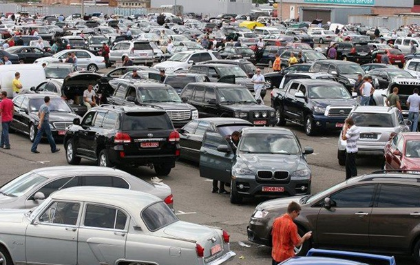 Сорвали с тормоза. В Украину хлынул импорт авто