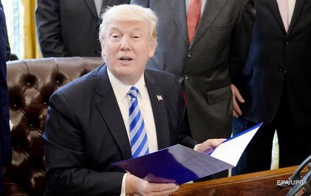 ЗМІ дізналися секрет  червоної кнопки  на столі Трампа