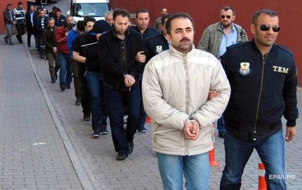 В Турции  за связи с Гюленом  уволены девять тысяч полицейских