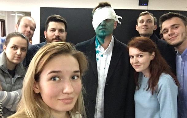 Навального увезли в больницу после нападения с зеленкой
