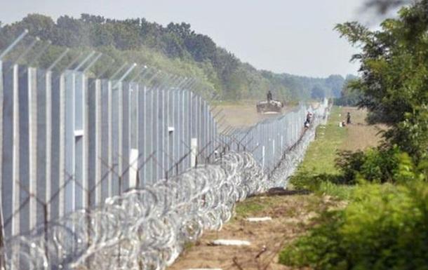 Угорщина побудувала ще один паркан на кордоні з Сербією