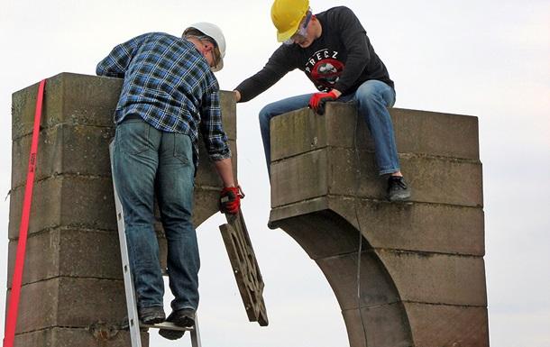 Війна пам ятників. Новий конфлікт України і Польщі