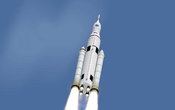 NASA відклало перший запуск своєї надважкої ракети