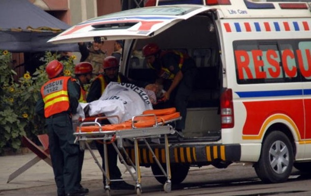 У Пакистані автобус упав в ущелину: 11 загиблих