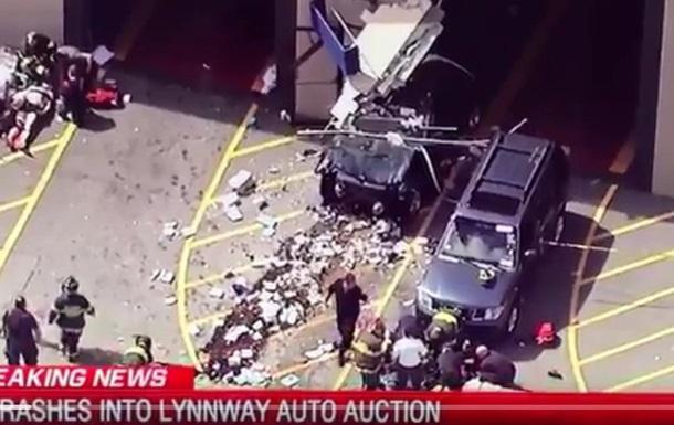 У США автомобіль в їхав у натовп, є загиблі