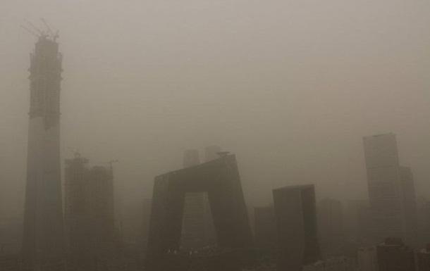 На Пекін налетіла пилова буря