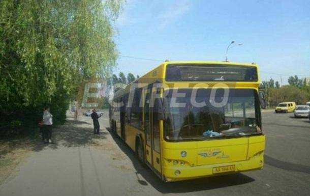 У Києві обстріляли автобус