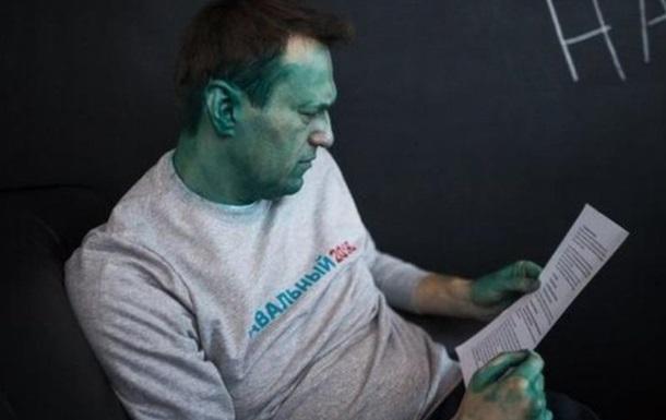 Навальному вперше за п ять років видали закордонний паспорт