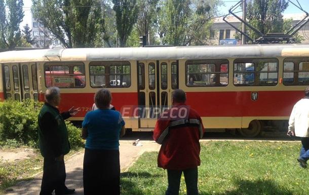 У Києві чоловік потрапив під трамвай